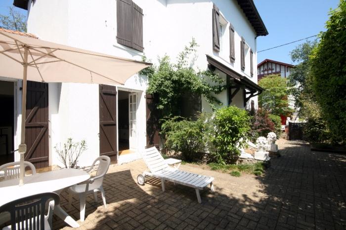 Maison de caract re dans quartier r sidentiel achat for Achat maison de prestige