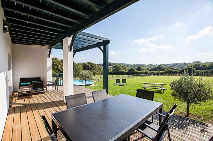 Belle maison basque contemporaine vendre avec annexes sur jardin achat ma - Maison basque contemporaine ...